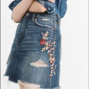 Abercrombie embroidered denim skirt S26 NWT